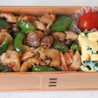 ご飯がすすむー!10分で絶品「鶏とピーマンの味噌炒め丼」弁当