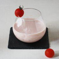 朝のUV対策に♪混ぜるだけでおいしい「飲むトマトヨーグルト」