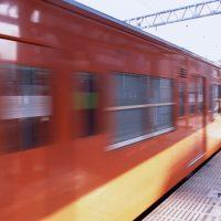 「電車に間に合いそう」を5単語の英語で言うと?