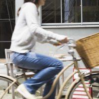 「自転車をこぐ」を4単語の英語で言うと?