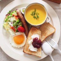 誰でもグンとオシャレになる!ワンプレート朝食の「盛り付け方のコツ2つ」