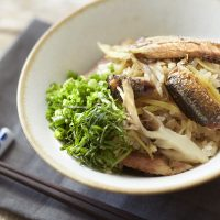夕食と朝食をセットで準備!簡単「秋刀魚ときのこの炊き込みごはん」
