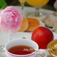 お気に入りのフルーツと食器で幸せ朝ごはん。