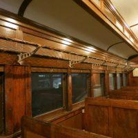 電車の「網棚」を2単語の英語で言うと?