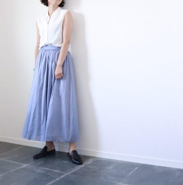 朝時間 夏のシンプル色 水色スカート