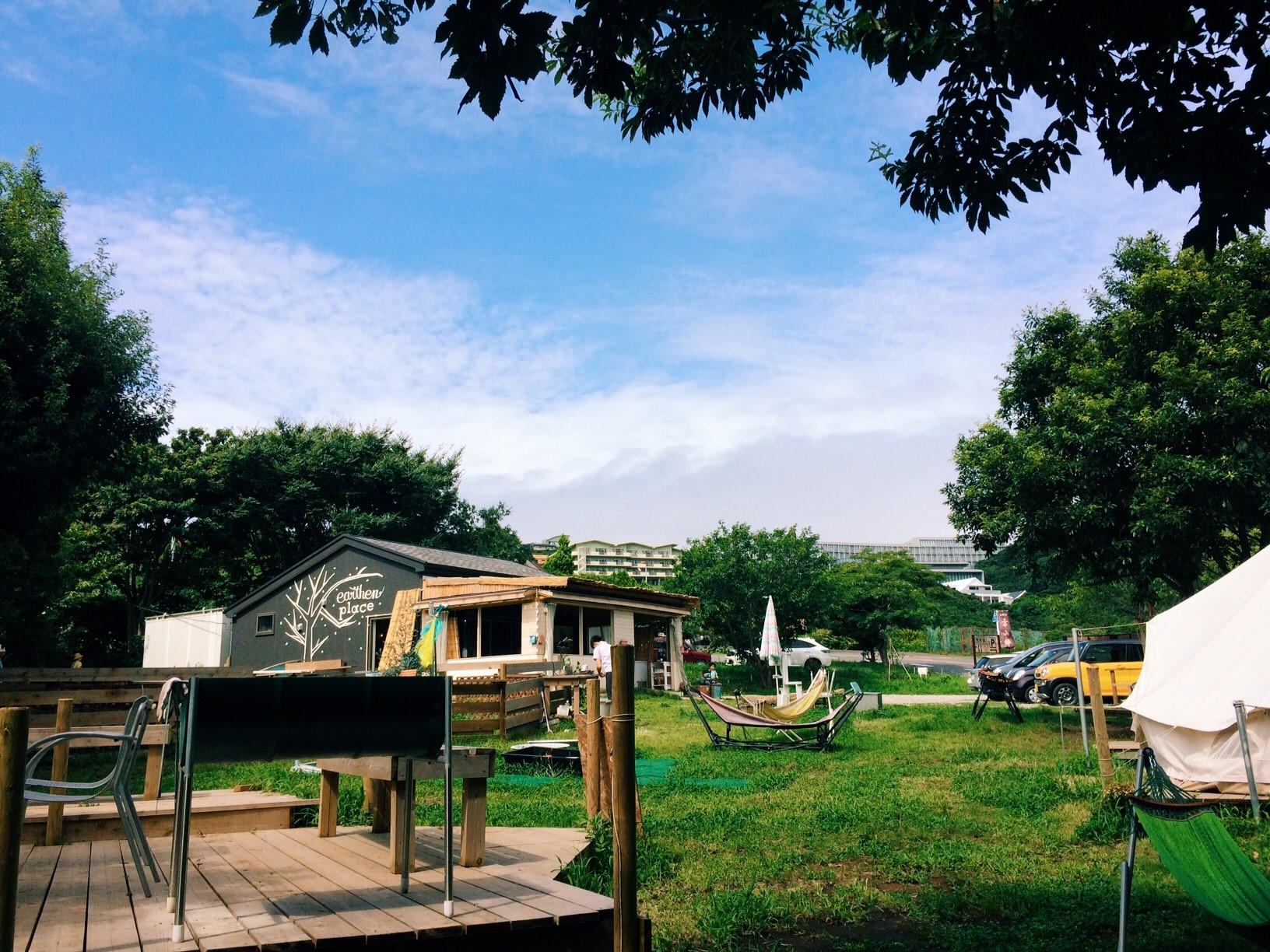 Q2_休日3人でドライブにでかける葉山のドックラン付のカフェ