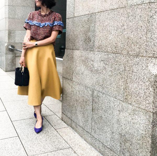 朝時間 秋コーデ 黄色スカート