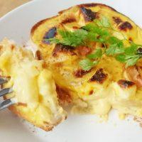 5分で簡単!食パン+プリン+チーズでとろとろ♪「カスタードトースト」
