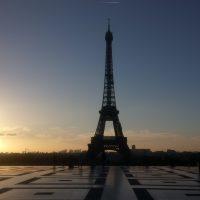 朝日とエッフェル塔