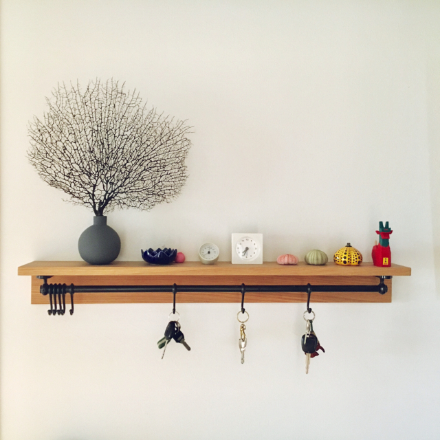 【1】「飾り棚」に好きなものを並べて