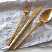 簡単イメチェン!朝食にイマドキ感を演出する「ゴールドのカトラリー」