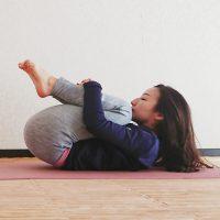 腰の疲れに効く!背中が伸びて気持ちいい「胎児のポーズ」