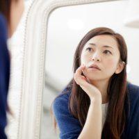 鏡を見てドキッ!朝の「シワ・くすみ・ほうれい線」レスキューケア&メイク3つ