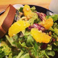 【小伝馬町】家電ショールームで味わう新鮮野菜とブランパンのモーニングプレート