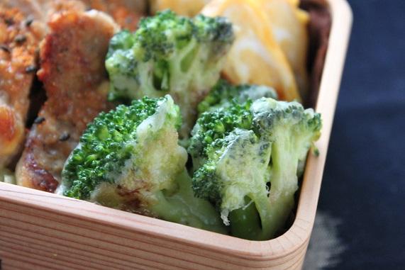 材料2つで簡単!「ブロッコリーのチーズ炒め」