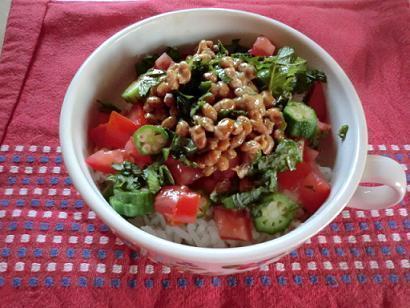トマトでさっぱり☆「納豆オクラ丼」レシピ