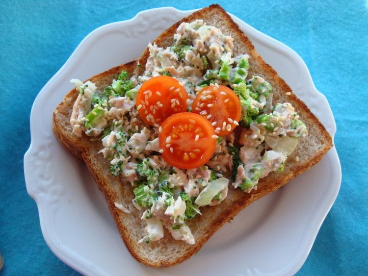 栄養満点!「ブロッコリー×ツナのオープントースト」レシピ