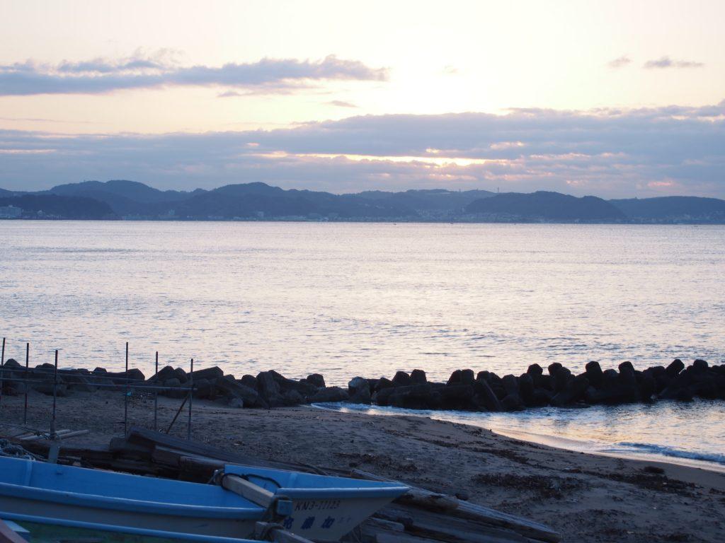 腰越の朝の海