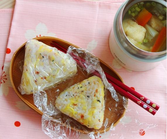 かさ増しで簡単ダイエット弁当!「キャベツとおかかのおにぎり」レシピ