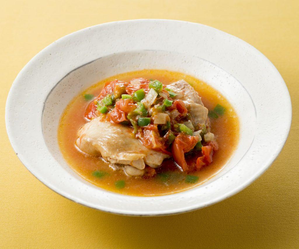 『冷凍からのレンチン!やせるおかず 作りおき』に掲載されている「鶏肉のトマピーソース」