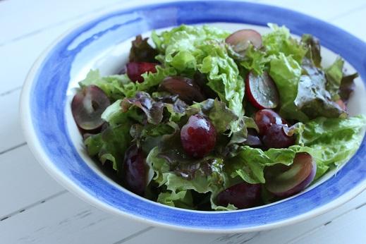 季節の葉野菜とフルーツでつくる時短サラダ