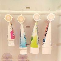 100均グッズで変わる!洗面台・鏡裏に歯ブラシ・歯磨き粉を「吊るす収納」
