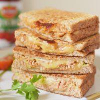 チーズがとろ~り♪フライパンで簡単「キャベツのツナメルトサンド」