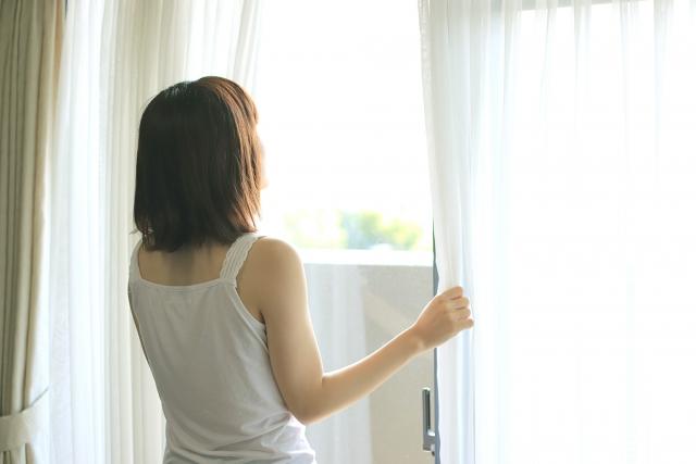 朝スッキリ目覚めた女性