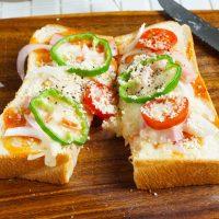 朝は焼くだけ!冷凍保存もOK「ピザトースト」の作り置き