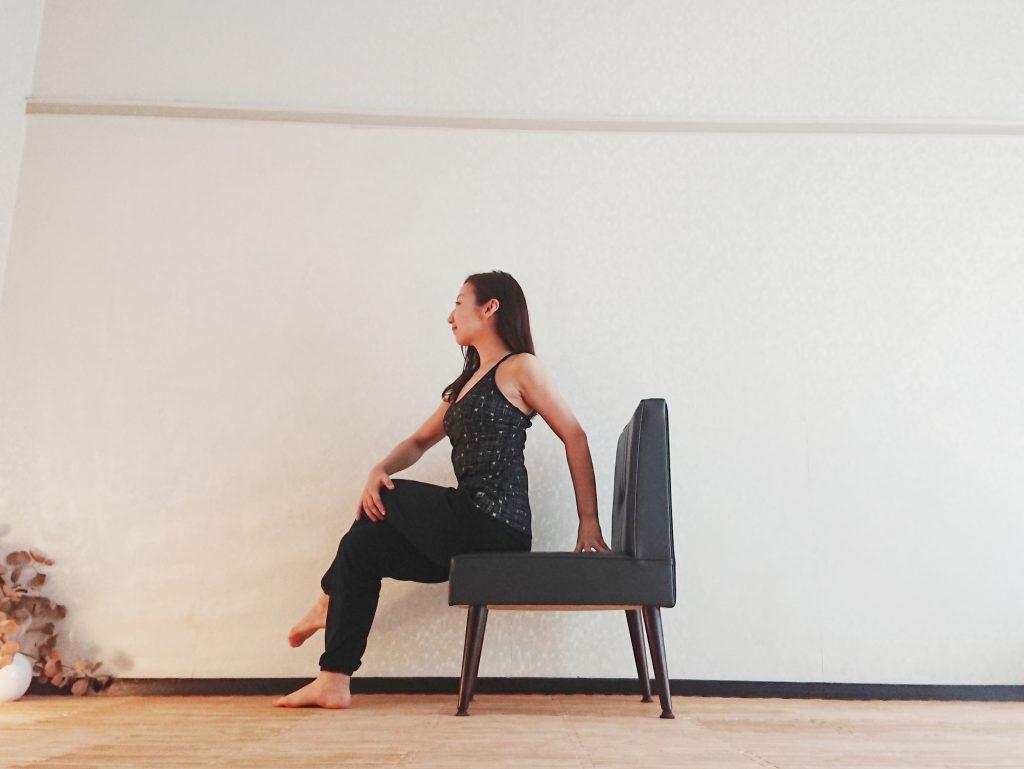 お家でもオフィスでも!すき間時間に簡単椅子ヨガ