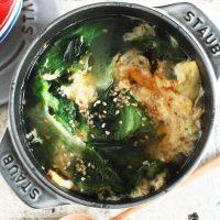たった5分!包丁いらずで具だくさん「ワカメとレタスのたまごスープ」