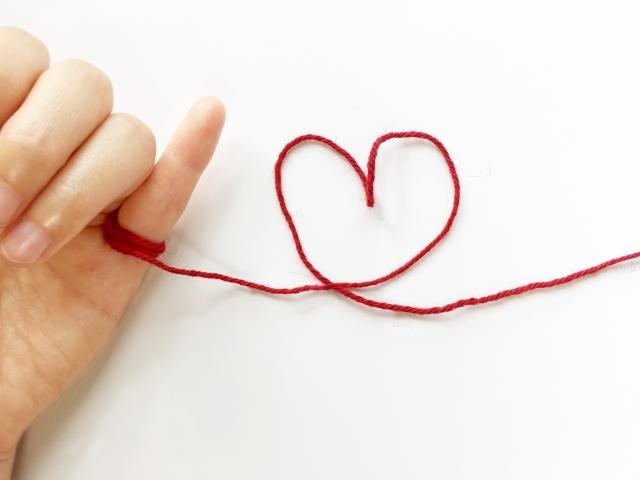 小指と赤い糸