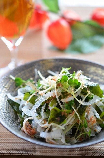 ポン酢でさっぱり☆「玉葱とわかめの和風サラダ」