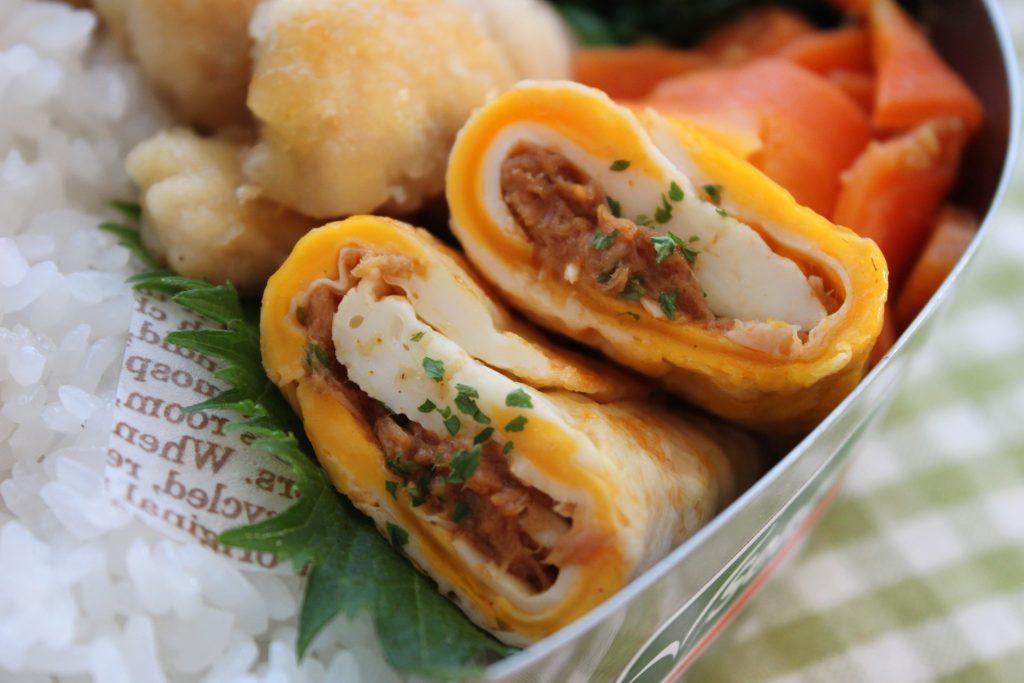 簡単すぎる卵のおかず「ツナカレーの両面目玉焼き」のお弁当