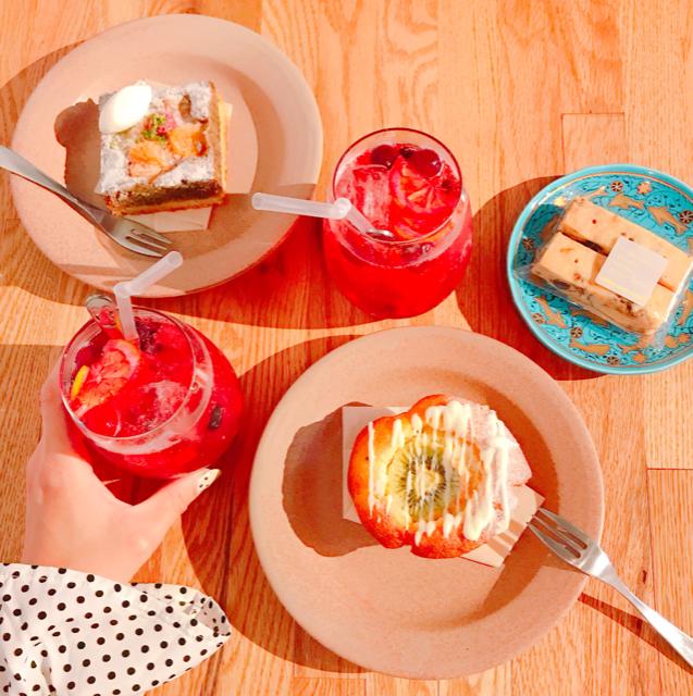 木苺ソーダとマフィン