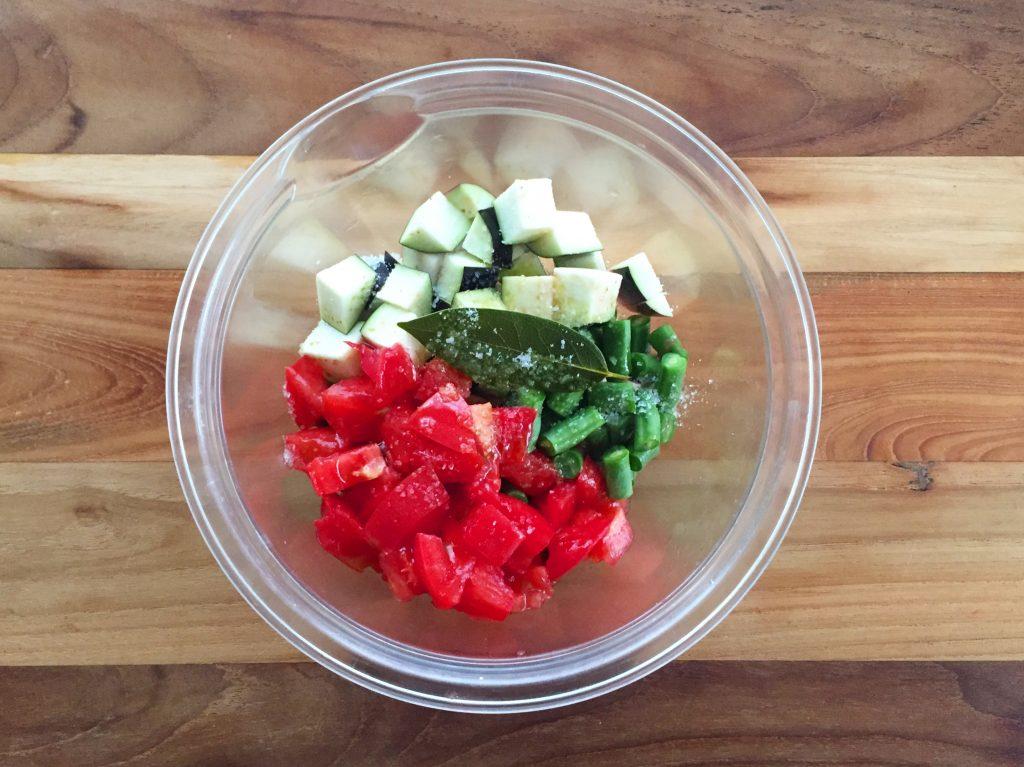 火を使わず簡単「夏野菜のサワースープ」