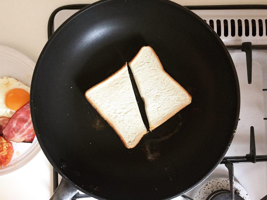 フライパンでバタートースト