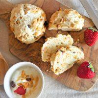 朝食の2大定番が大変身!5分混ぜるだけで簡単「グラノーラパン」