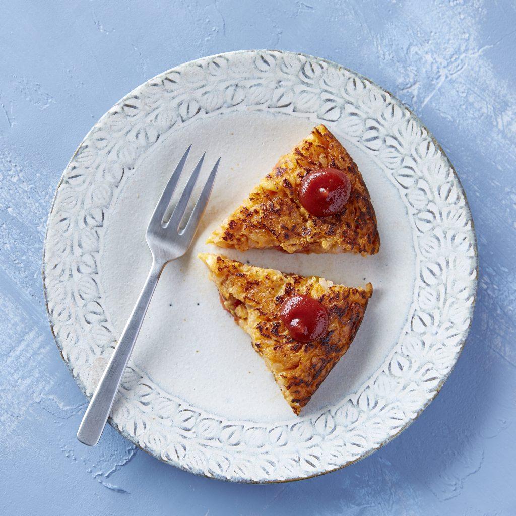 コーンスープの素で失敗知らず!懐かし味の「簡単オムライスケーキ」