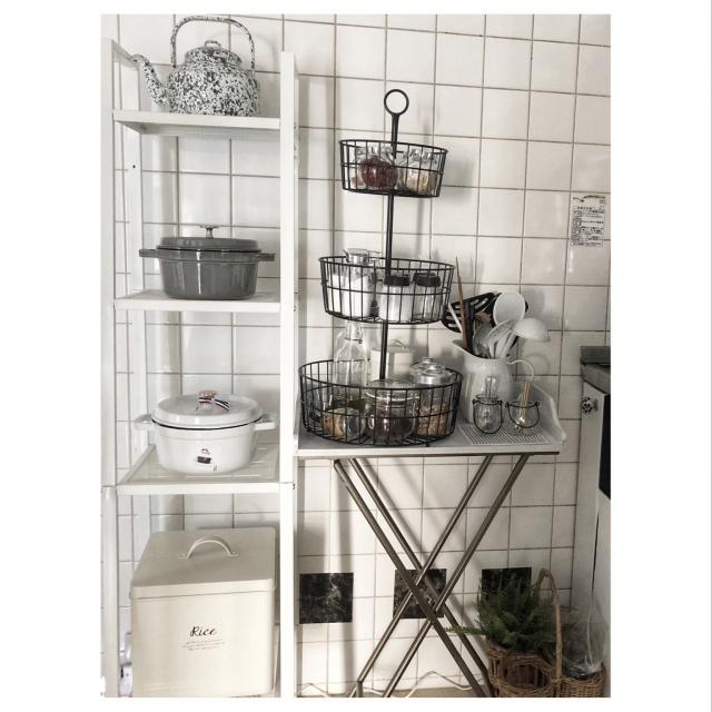 ひと工夫ですっきり♪キッチンの「見せる収納術」