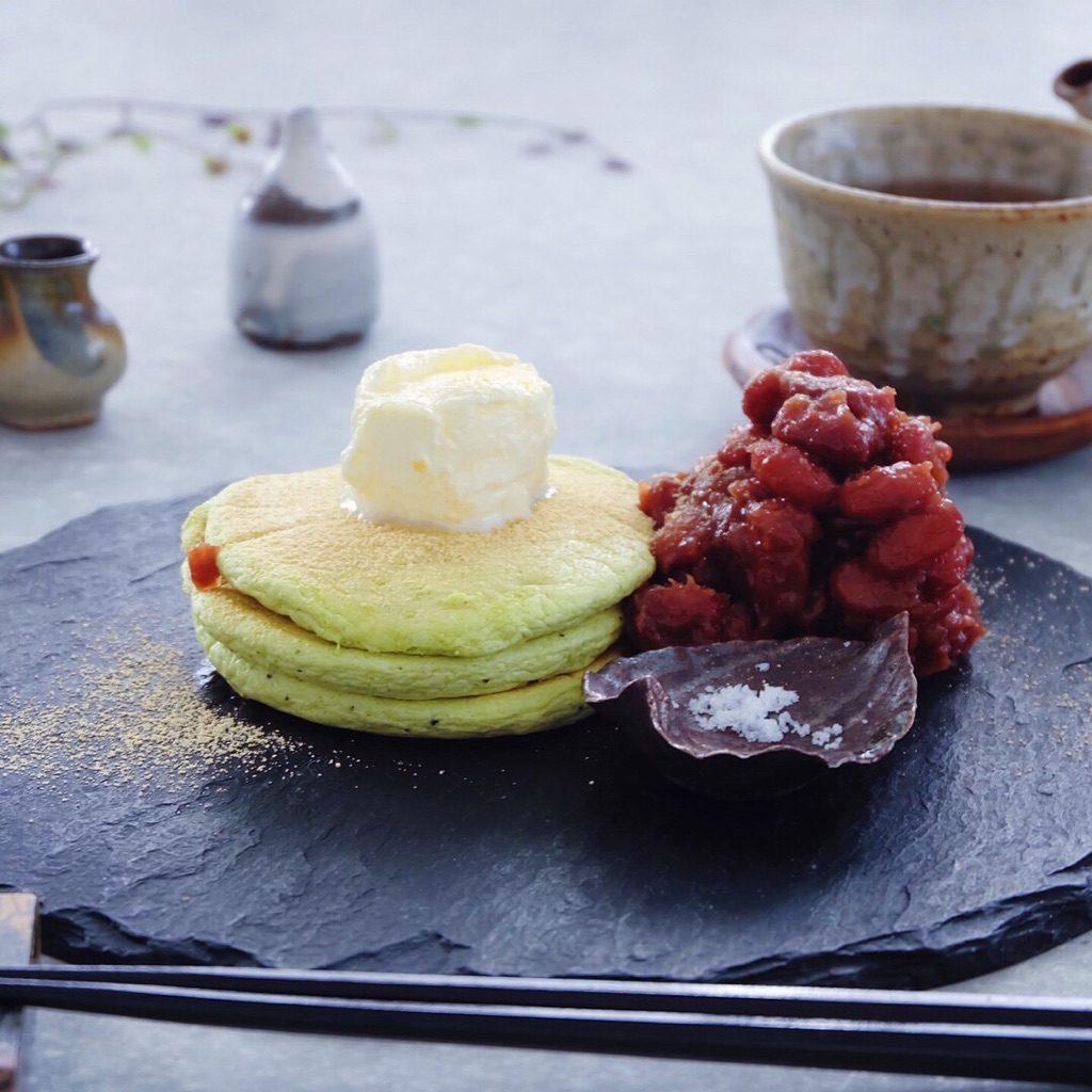 お皿選びと空間がコツ。「和」のパンケーキテーブルコーデ