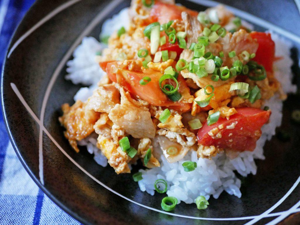 焼肉のたれで簡単!トマトと卵でおいしい「トマタマ丼」