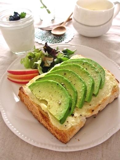 クリームチーズ&アボカドのトースト by:みっこ*mikkoさん