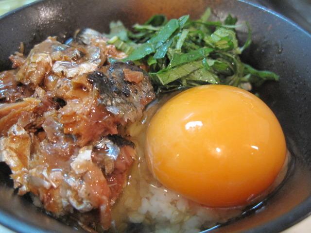 さんま缶と大葉のたまごかけご飯 by:えんさん