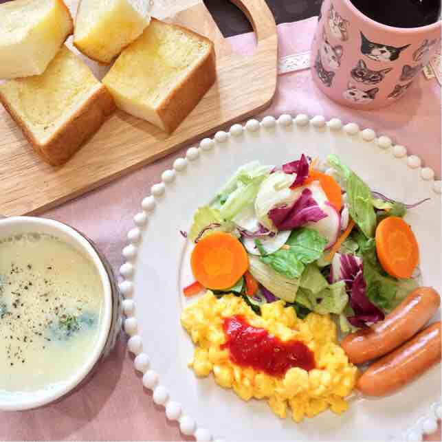 サキさんのイメージをもとに作った朝食