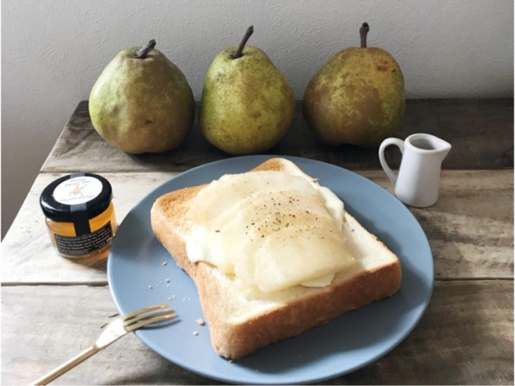 ラフランスとマスカルポーネ、アクセントに黒コショウを使ったトースト♪