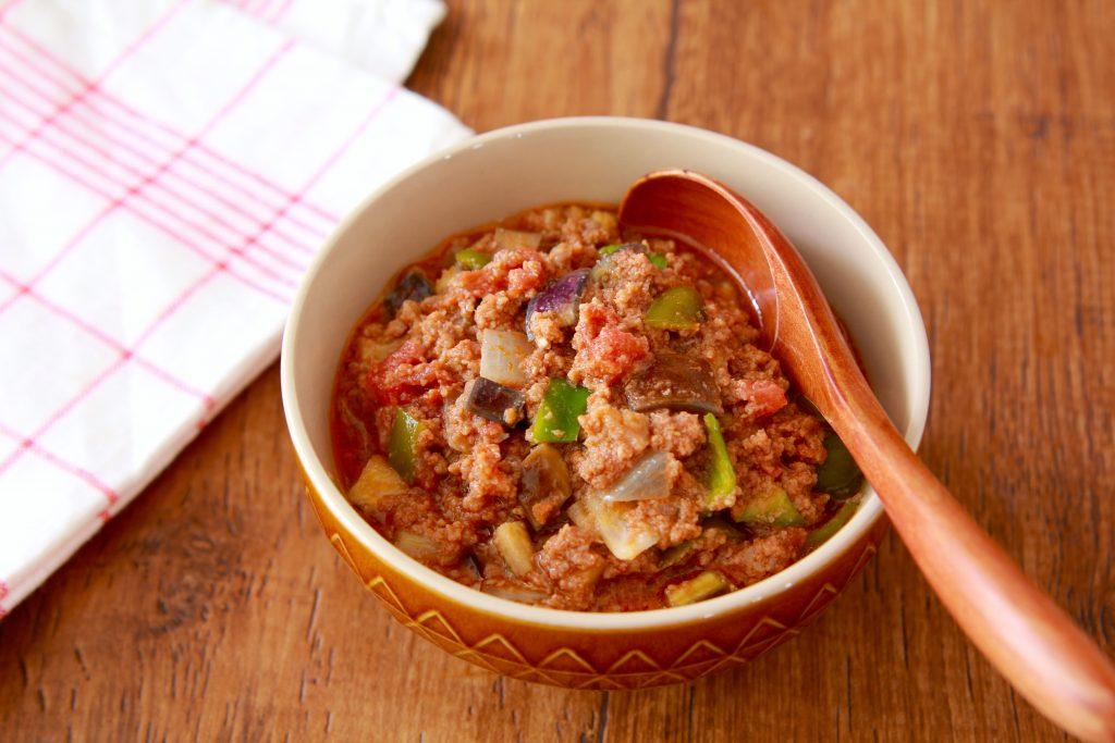 レンジで簡単!トーストにのせておいしい「夏野菜のミートソース」
