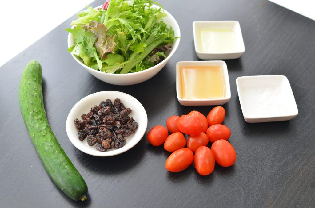 いつものサラダに飽きたら!作り置きもできる「きゅうりとトマトのマリネ」