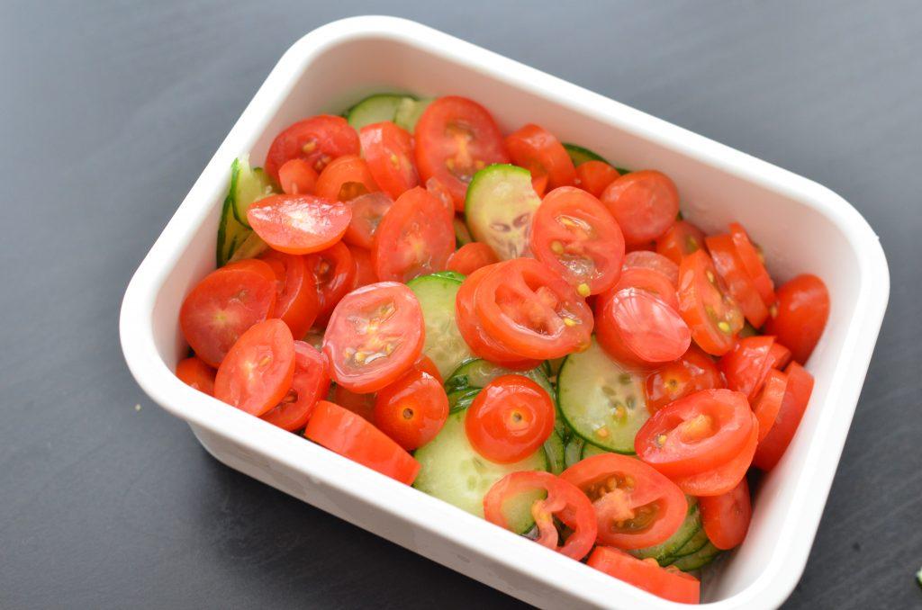いつものサラダに飽きたら!作り置きもできる「きゅうりとトマトのマリネ」の材料