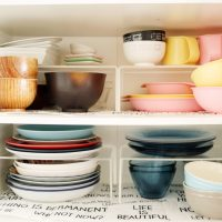 「無印良品」の3アイテムで!食器棚を簡単に使いやすくする方法
